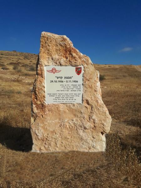 אריח קרמיקה מודפס ומוטבע בסלע